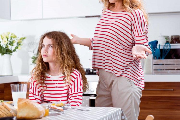 Les filles de mamans «râleuses» réussissent beaucoup mieux dans la vie